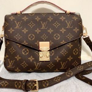 Louis Vuitton 10 x 8 x 4 monogram